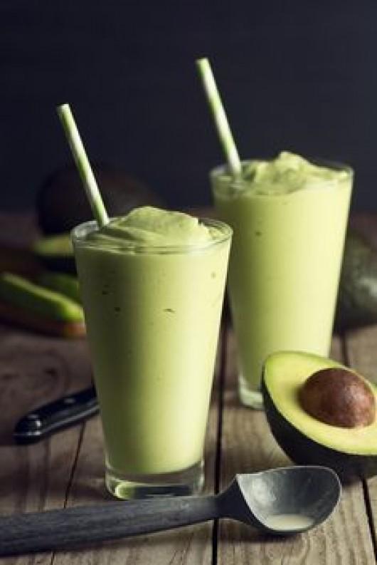 DIY Recipes: 10 Avocado Smoothie Recipes as the Refreshing Beverage