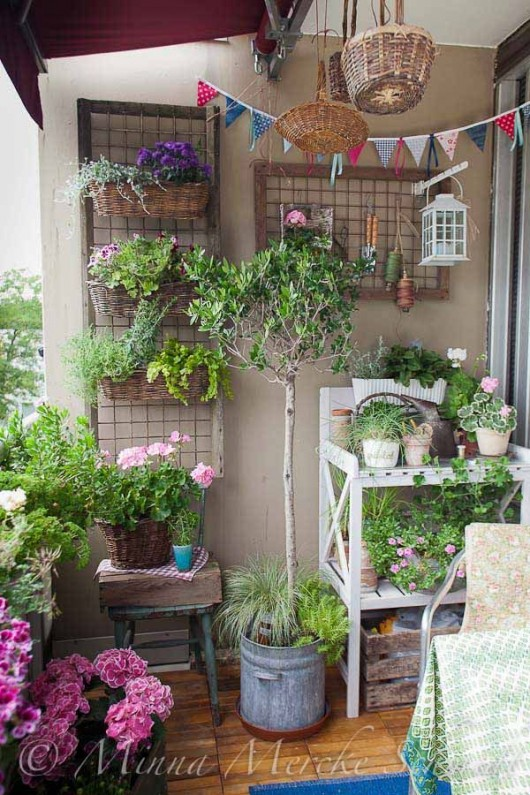 Diy garden top gardening ideas for small balcony garden for Small terrace garden ideas