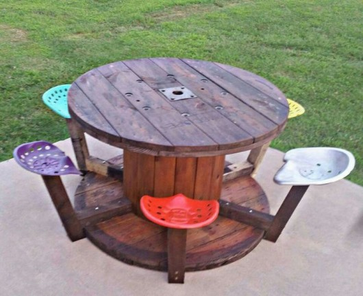Cable Spool Wine Outdoor Table. This is Relaxing  18 DIY Outdoor Furnitures   Recycled   Pictures