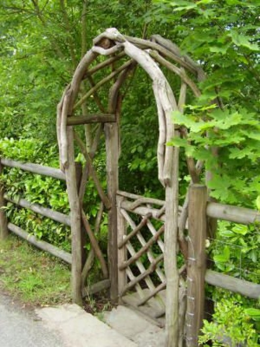 Diy garden ideas garden arch and bench ideas for an for Timber garden arch designs