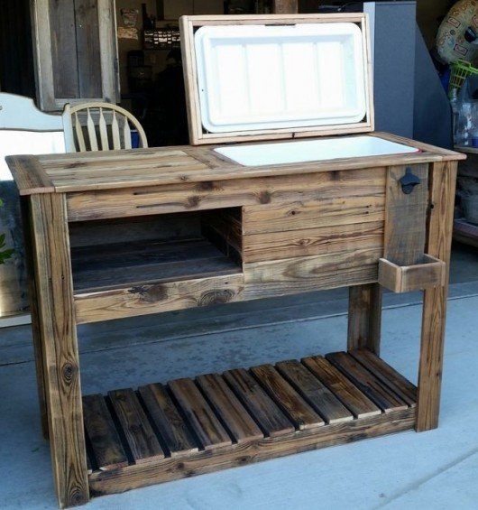 19 diy outdoor bench and storage organization ideas diy for Wooden beer cooler plans