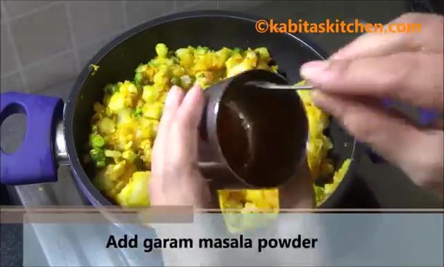 Potato Stuffed Bread Roll Recipe (14)