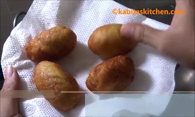 Potato Stuffed Bread Roll Recipe (31)