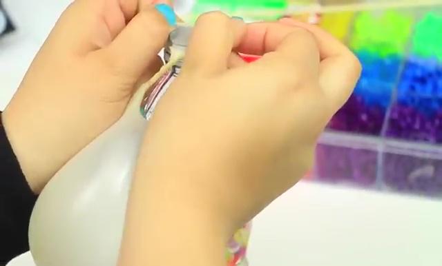 DIY Glitter Liquid Orbeez Stress Ball (17)