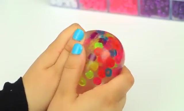 DIY Glitter Liquid Orbeez Stress Ball (3)