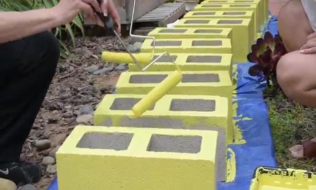 cinderblock furniture. DIY Outdoor Furniture Pallet Table And Cinder Block Bench (17) Cinderblock