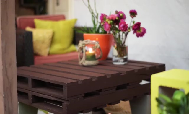 DIY Outdoor Furniture Pallet Table and Cinder Block Bench 10