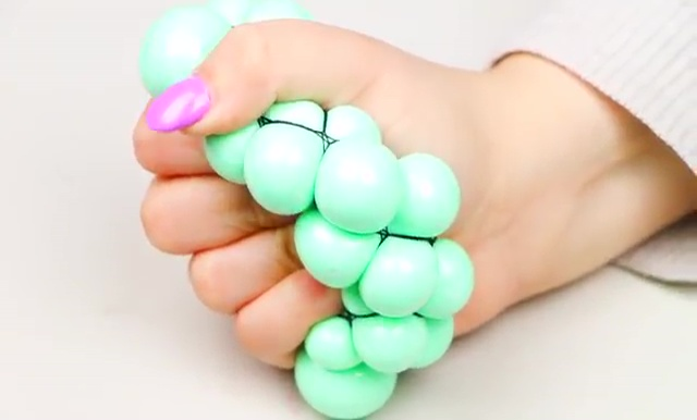 DIY Slime stretchy stress ball (1)