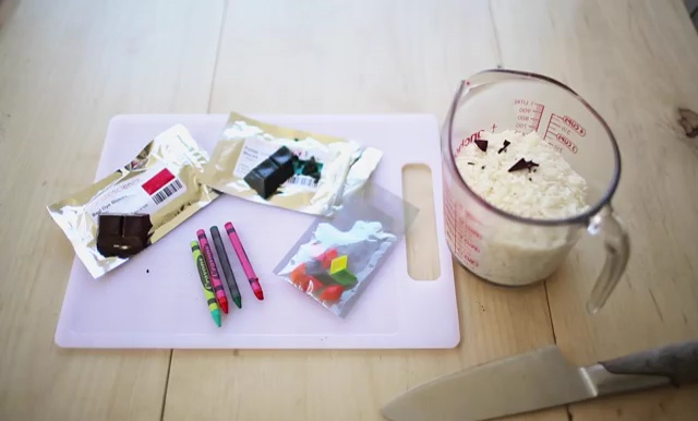 DIY how to make crayon watermelon candles (5)