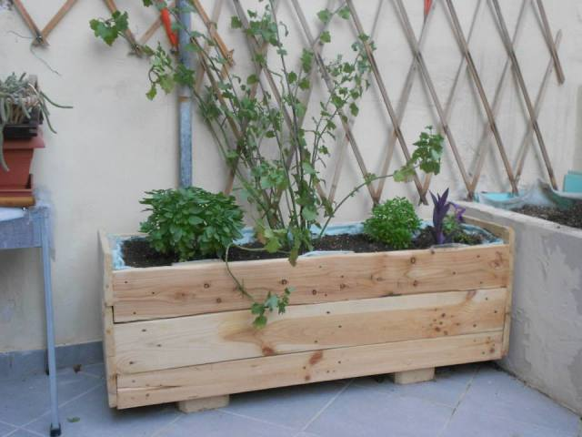 diy-pallet-planter-box-1