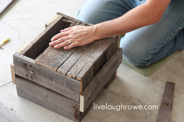 diy-pallet-planter-box-6