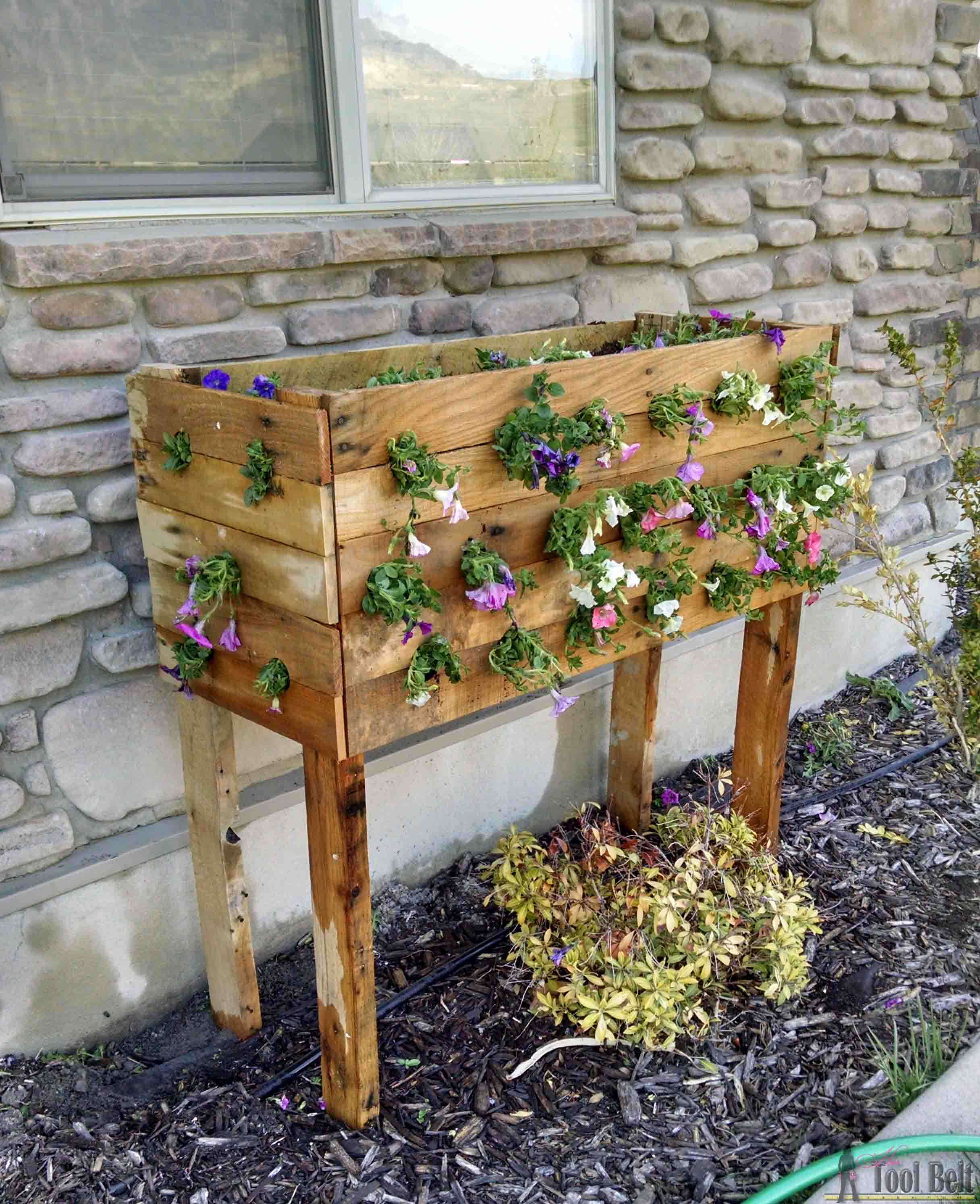 diy-pallet-planter-box-7