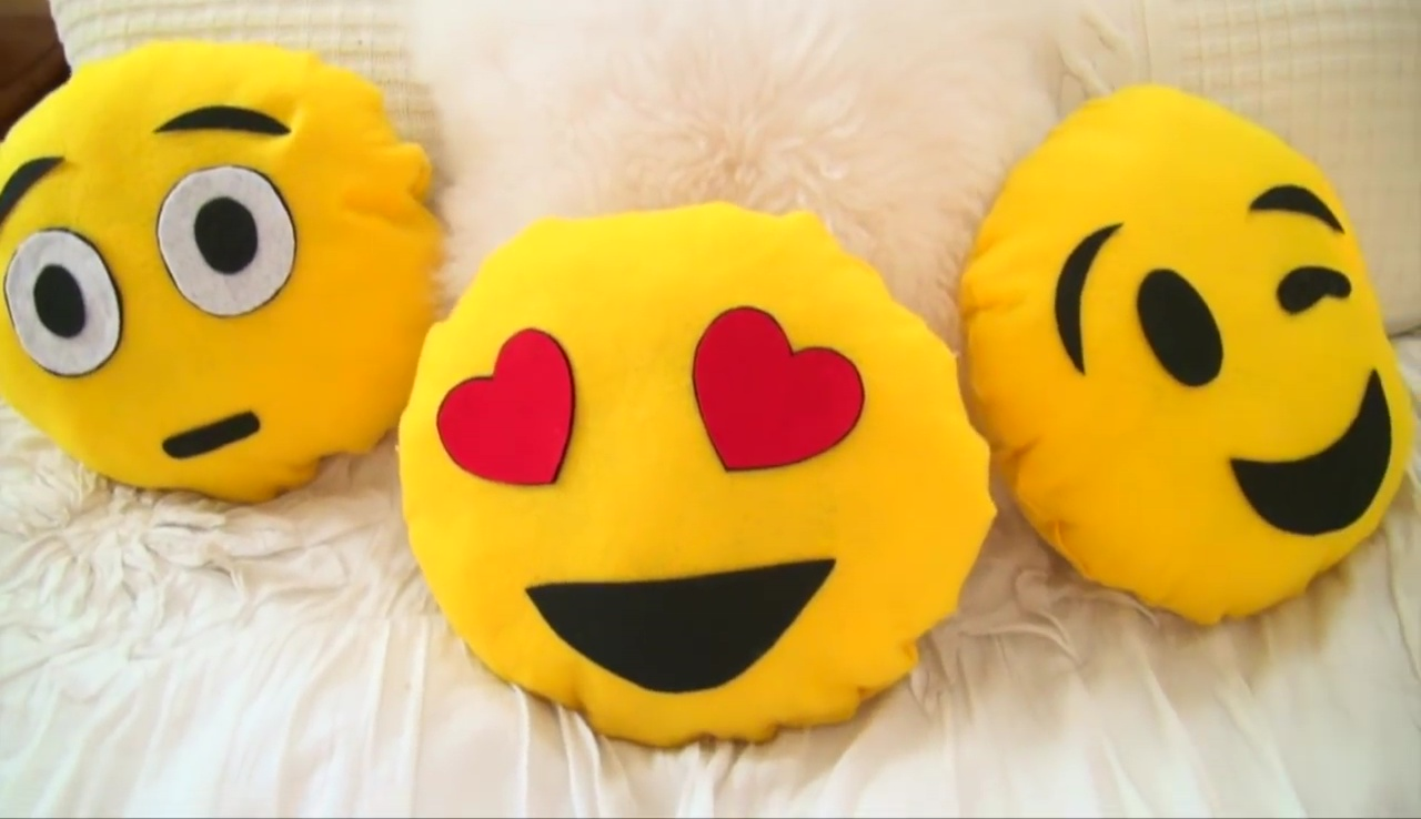 Emoji Pillow Diy No Sew: DIY Emoji Pillows #2 No Sew and Sew & Glue Method (With Pictures),