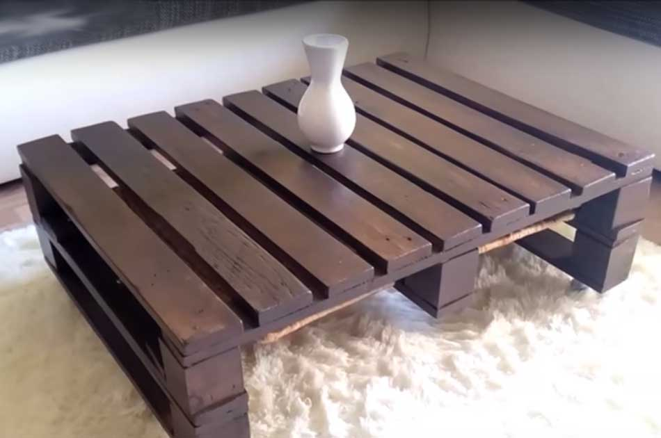 how to make my own pallet coffee table 18 inspiring diy coffee tables. Black Bedroom Furniture Sets. Home Design Ideas