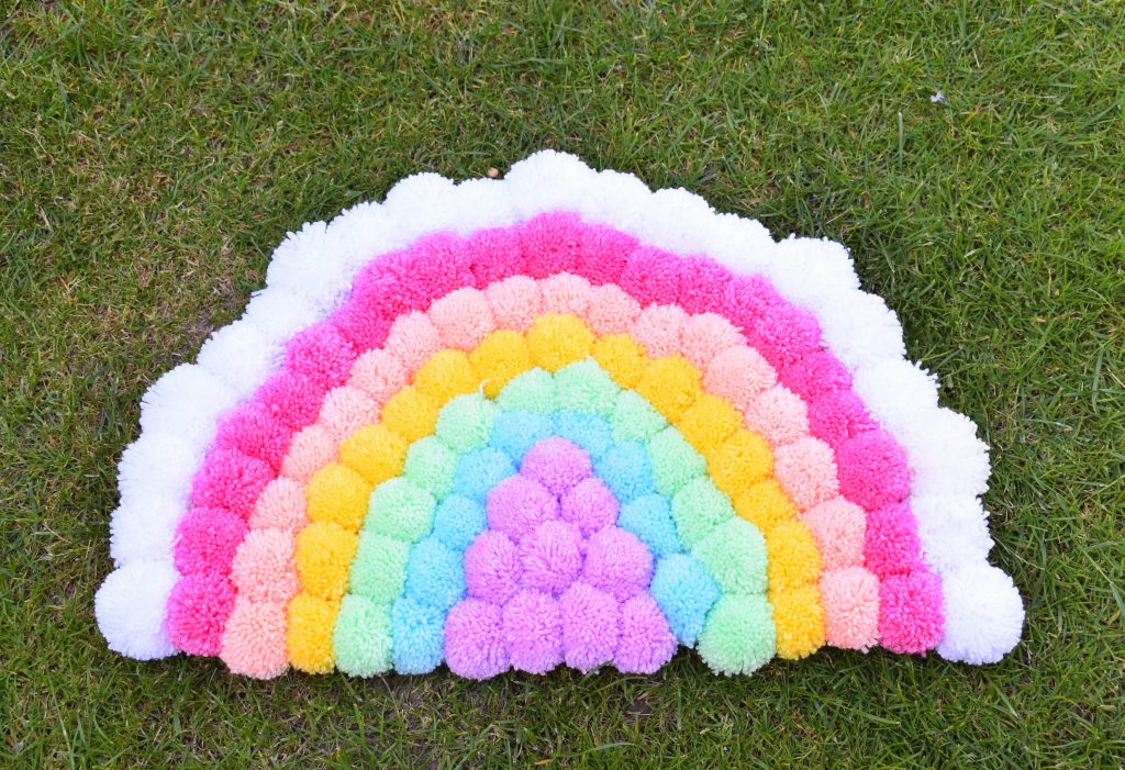12 Quick Fluffy And Colorful Pom Pom Rugs For Home Decor